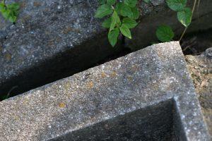 コンクリートの階段の縁